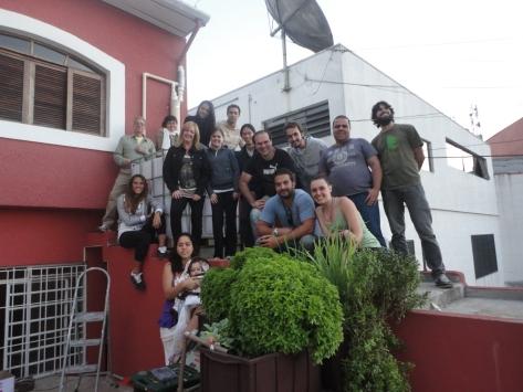 Equipe reunida após trabalho coletivo.